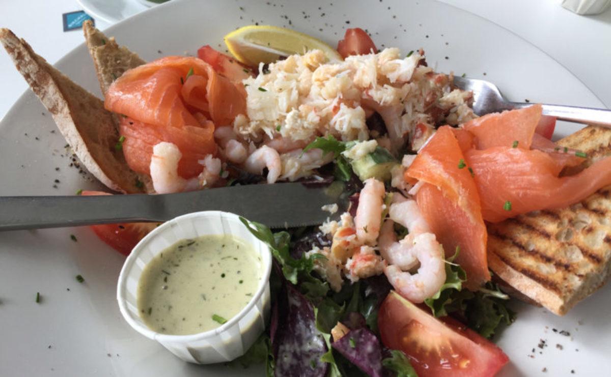 Krabbensalat im Plémont Beach Cafe